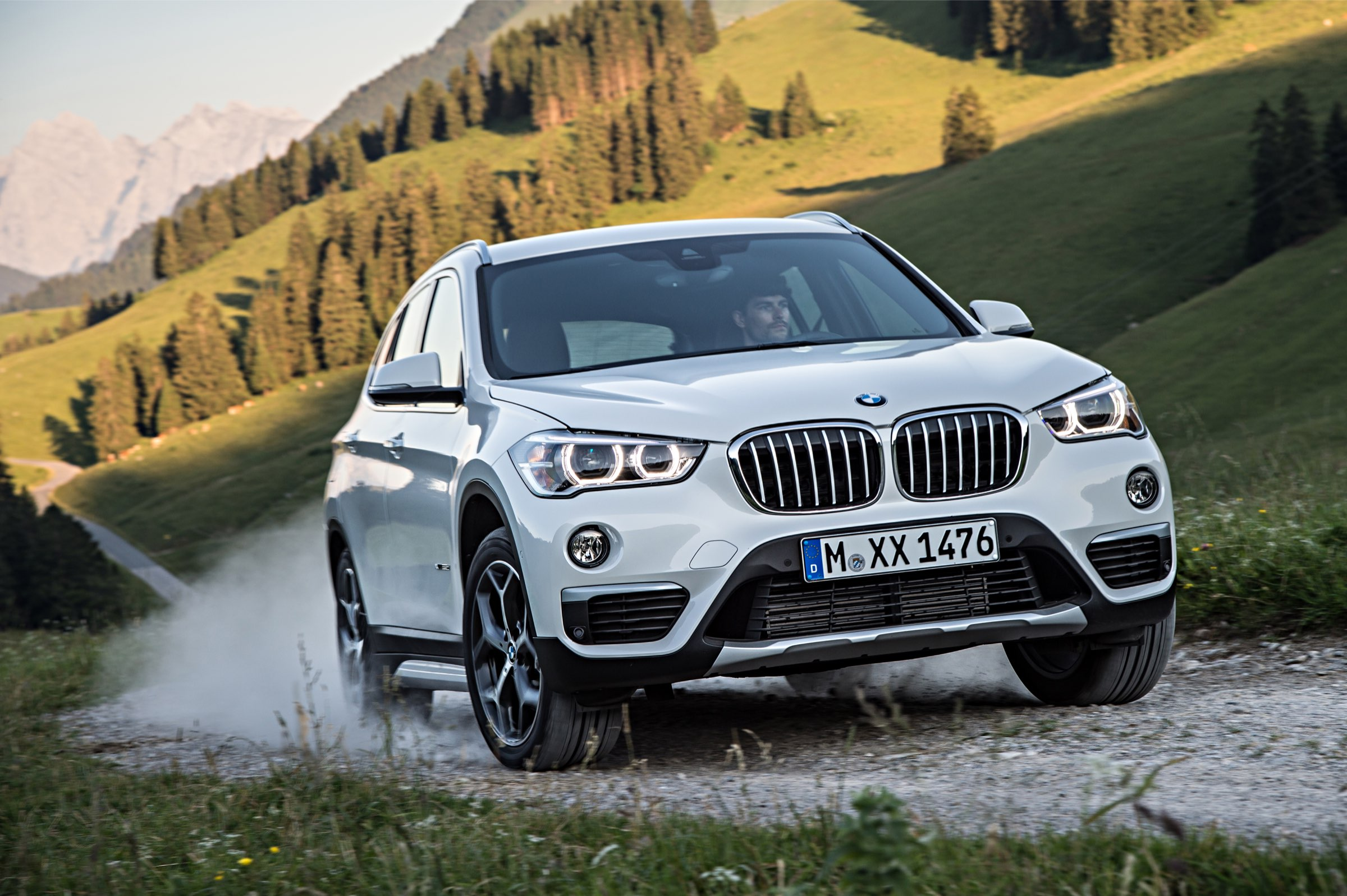 P90190652_highRes_the-new-bmw-x1-on-lo