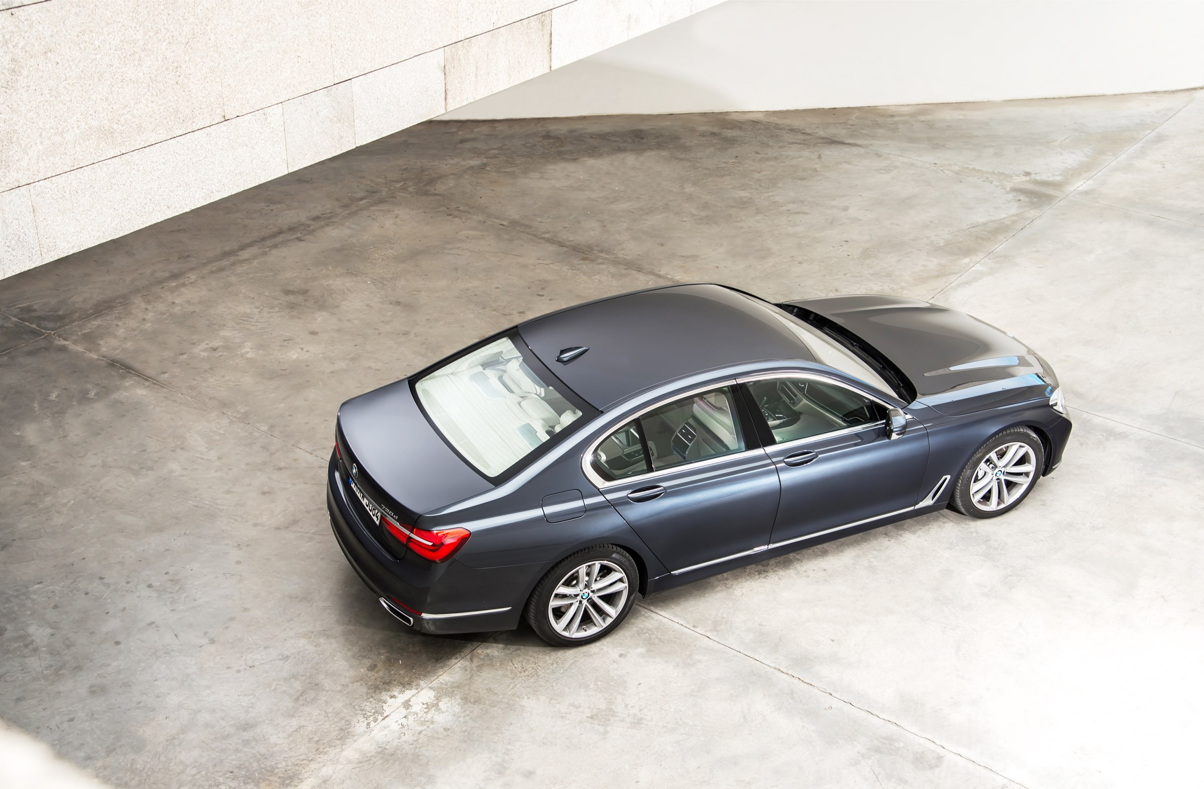 P90195280_highRes_the-new-bmw-730d-08-