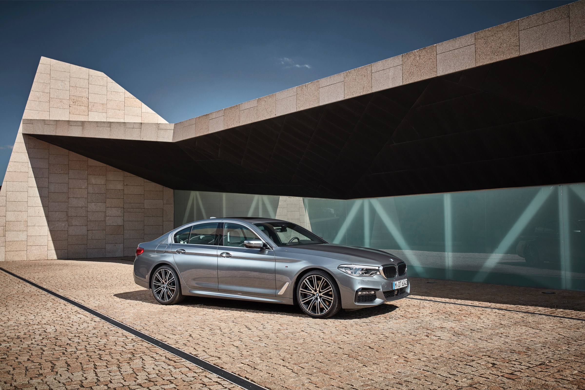 P90237224_highRes_the-new-bmw-5-series