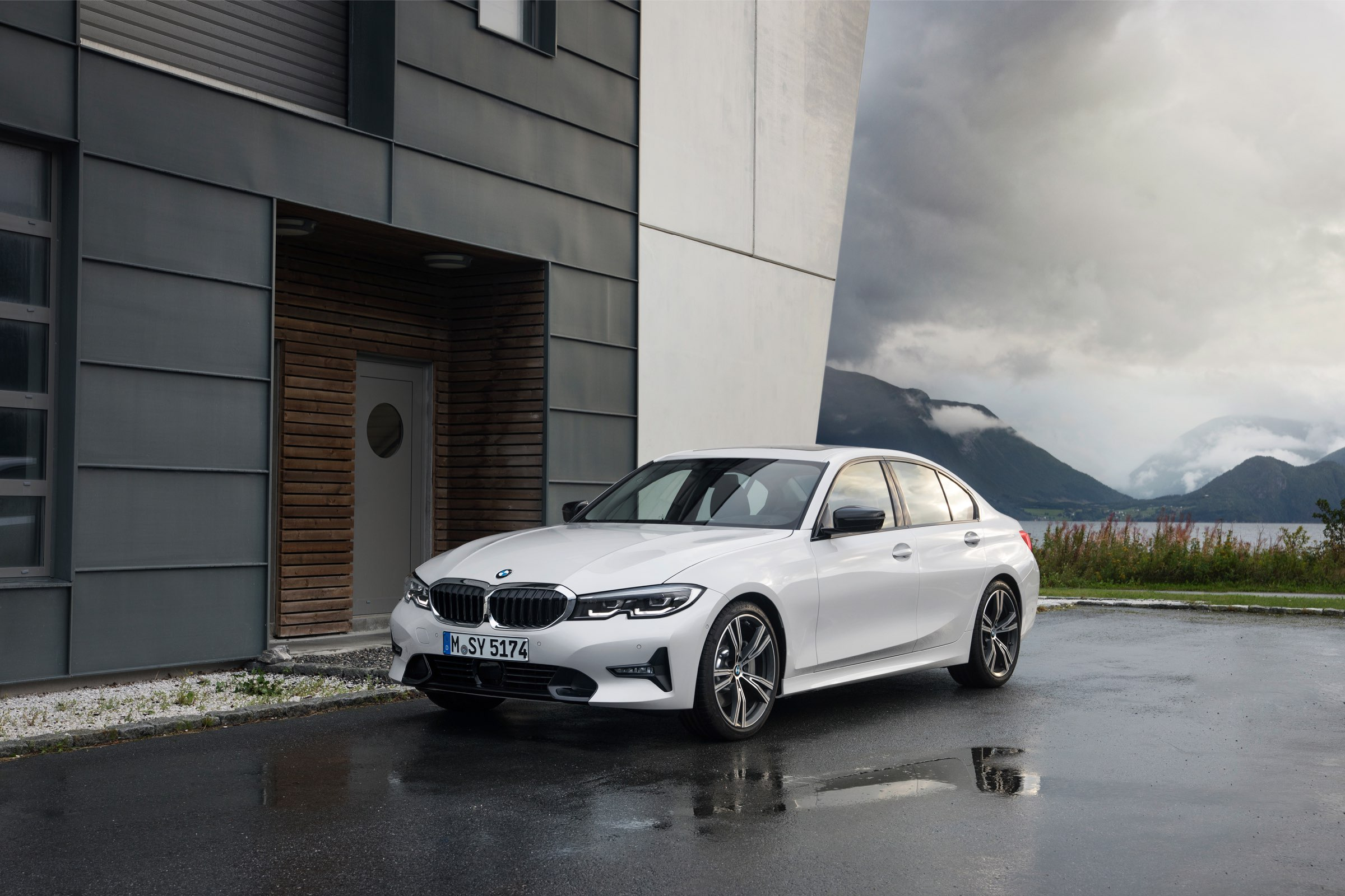 P90323722_highRes_the-all-new-bmw-3-se