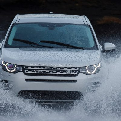 Broker Samochodowy Land Rover Discovery Sport Select Automotive przód woda