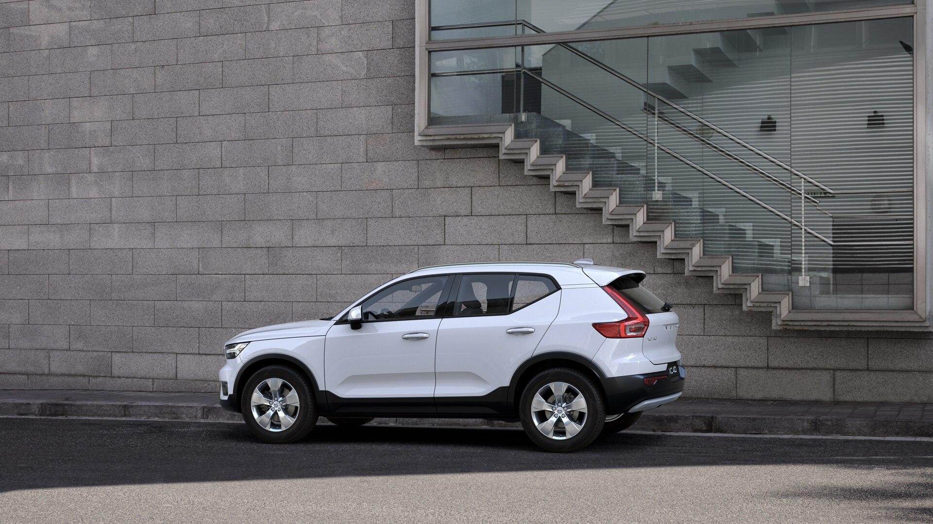 broker-samochodowy-volvo-xc40-select-automotive-stock-10