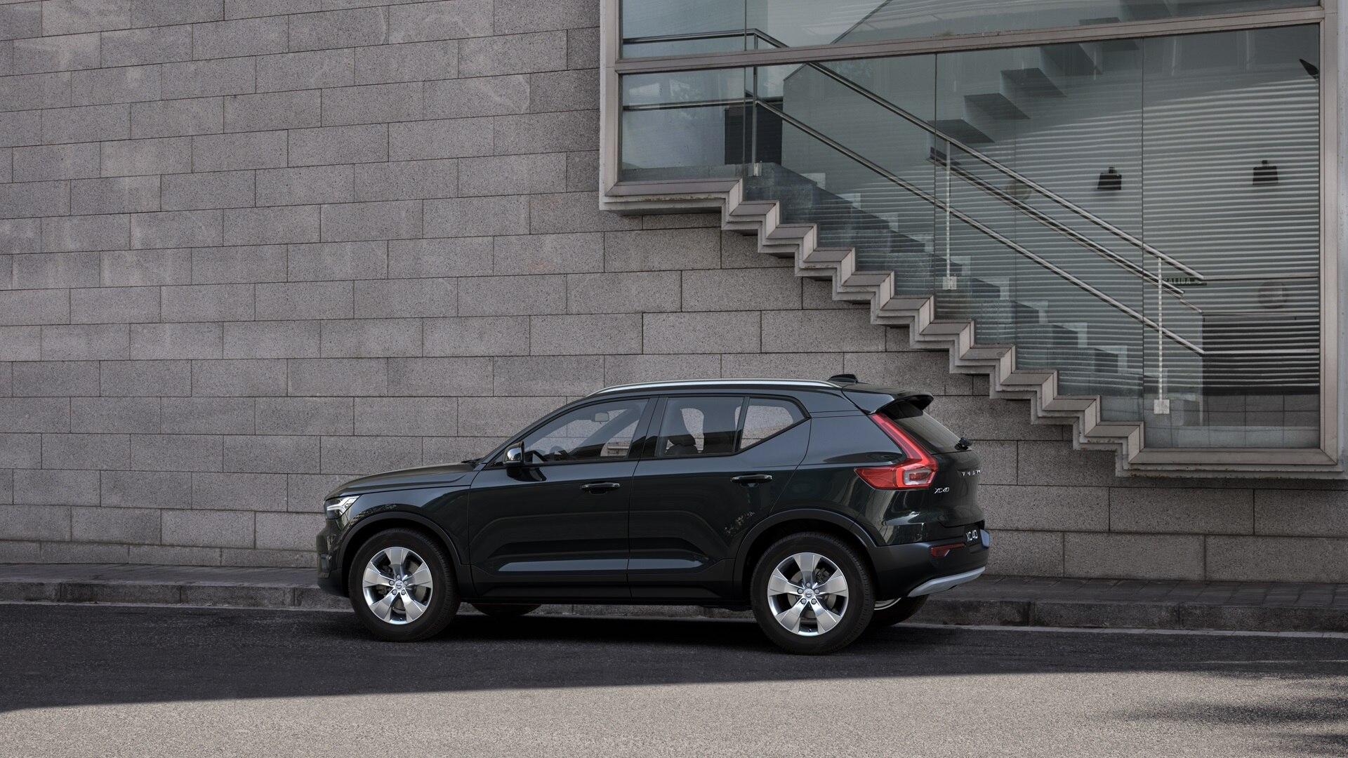 broker-samochodowy-volvo-xc40-select-automotive-stock-5
